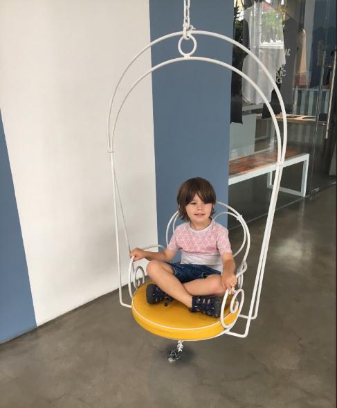 bàn ghế sắt cafe cho không gian
