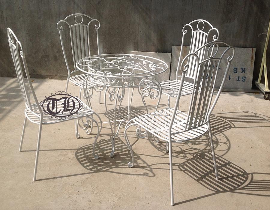 bàn ghế sắt cafe màu trắng