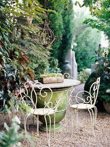 ghế sắt ngoài trời sân vườn màu trắng sữa