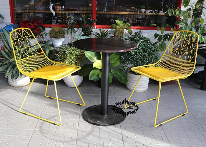 ghế sắt cafe wire màu vàng