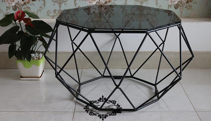 Bàn sofa khung sắtmặt kính màu đen