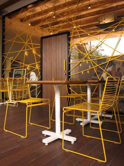 ghế sắt cafe màu vàng