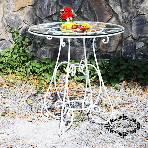 Chọn bàn cafe chân sắt phù hợp với không gian