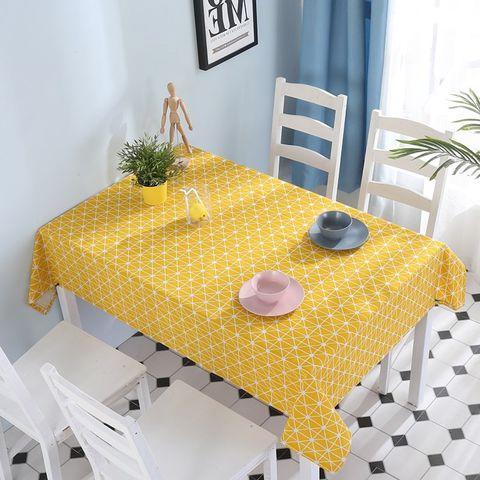 trang trí bàn ăn bằng khăn trải bàn